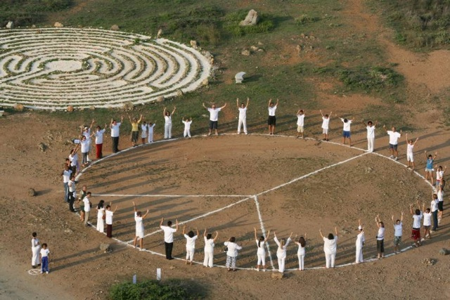 Aruba-Aerial-Peace-Sign-Labyrinth-2008_2