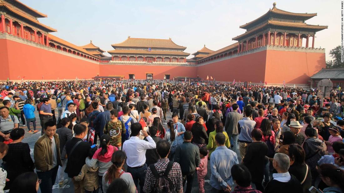 151005114701-china-beijing-national-holiday-travel-peak-1004-02-super-169