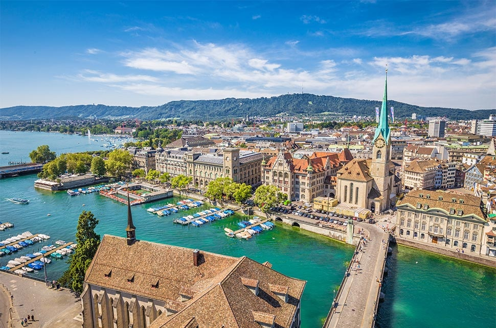Historic-city-of-Zurich-with-river-Limmat-Switzerland