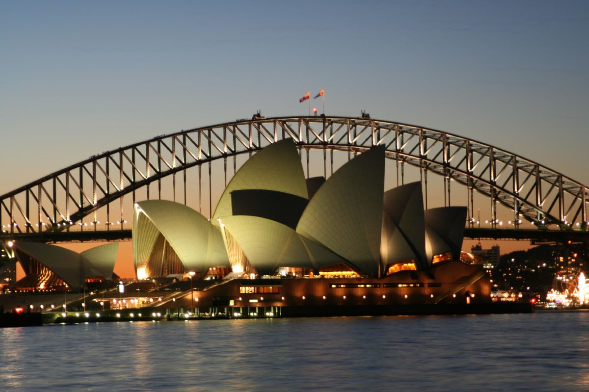 Sydney-Opera-House-and-harbour-bridge