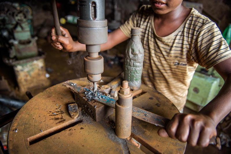 Kalkınma Atölyesi'nin hazırladığı, ayakkabı ve mobilya imalatında çocuk işçiliği raporları yayımlandı!
